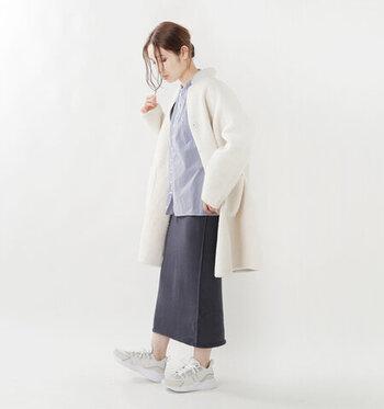肌に心地よくあたたかな、コットンカシミヤの上質なニットロングスカート。丈感は今期人気のセミロング。ほどよいタイトさで、ニットはもちろん、ビッグシルエットシャツやふんわりとしたブラウスなど、ボリュームのあるトップスとも好相性。