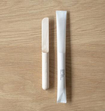 シンプルな木製のバターナイフ。なのですが、柔らかい果物なら簡単にカットすることができるので、お子さまの包丁使いの練習におすすめです。