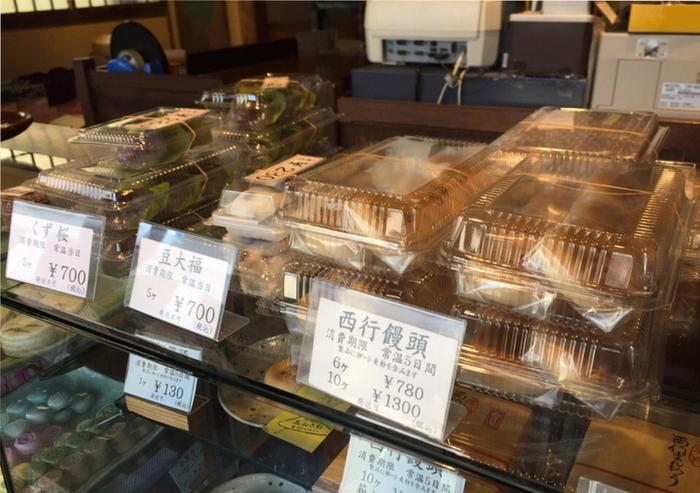 吉田茂元首相や島崎藤村に愛されてきたことで知られる「新杵」の代表銘菓は『西行饅頭』と『虎子饅頭』。