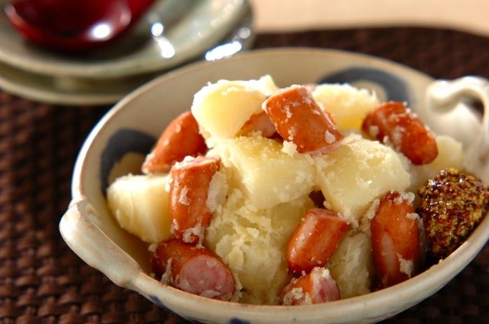 ジャガイモ、ソーセージ、塩、水だけで簡単に副菜ができてしまいます*最後にお好みで粒マスタードを添えます。お子さんにも喜んでもらえそうな一品です♪