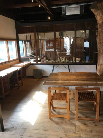 食堂の奥には、作家物の展示ギャラリーや漆職人の工房もあり、ゆったり過ごせる、お勧めの立ち寄りスポットです。