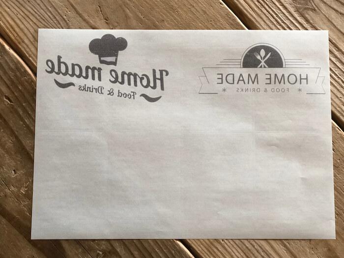 アイロンの熱を利用して、転写する方法もあります。まずは、図案をシール紙に反転印刷します。こちらは、木製品に転写する方法です。