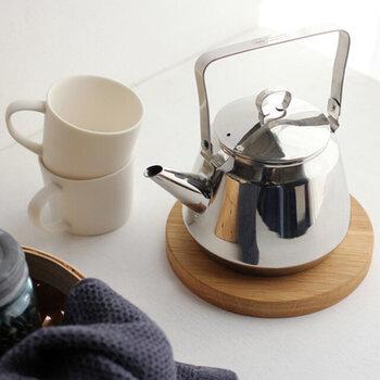 汲みたての空気をたくさん含んだ水が紅茶に適しています。軟水を使った方が紅茶の味わいや香りが楽しめるので、硬度の高いミネラルウォーターよりは、水道水を使った方が良いでしょう。