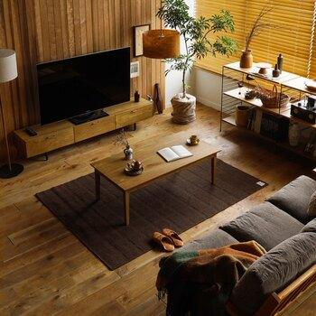 天板の高さは38㎝で、ソファと組み合わせても使いやすいサイズです。上品でナチュラルな質感とスッキリとしたデザインで、一年を通してリビングに置けるこたつです。