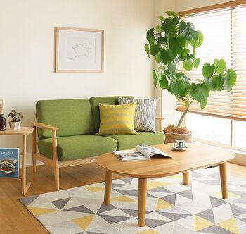 使わない時はリビングのテーブルとして活躍してくれます。アッシュ材の天板は木目を生かした塗装が施されています。程よくしっかりとした脚で、安定感と安心感があります。