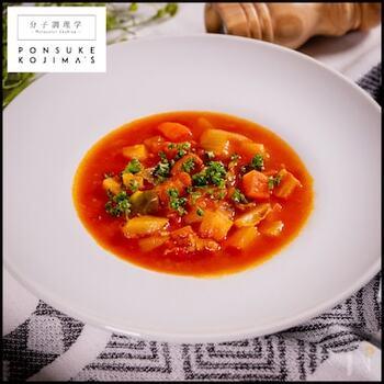 スープ料理も、プリモ・ピアットに入ります。イタリアでスープといえば、ミネストローネ。ひとつひとつの工程を丁寧にこなし、ポイントを押さえればプロの味に。