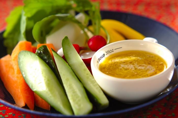 おなじみのバーニャカウダも、野菜がたっぷり楽しめる野菜料理ですね。レンジ使用で、ソースも簡単に作れます。時間がないときにもおすすめ。