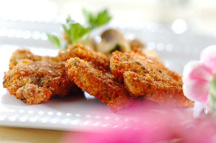 少ない油で揚げ焼きにするミラノ風カツレツは、カリッとした食感も特徴。現地では仔牛肉を使いますが、こちらでは豚ヒレ肉を使用。濃厚ながらもさっぱりといただける、女性にもおすすめの料理です。
