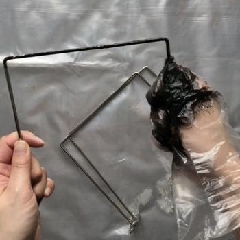 黒×茶×黄土の三色を使うのですが、ユニークなのはその塗り方!ビニ手の中で3色を混ぜ、直塗りしていくそうです。簡単なのに仕上がりは本格的です。