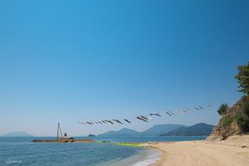 薫が無邪気に遊んだ海辺は、島の最西端にある「戸形崎」。  かつてはウミガメの産卵も見られたという美しい砂浜は、観光として訪れるにも最高の、思わず深呼吸したくなるような場所。