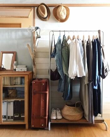 よく着る服は掛けて収納「ハンガーラック」のすすめ