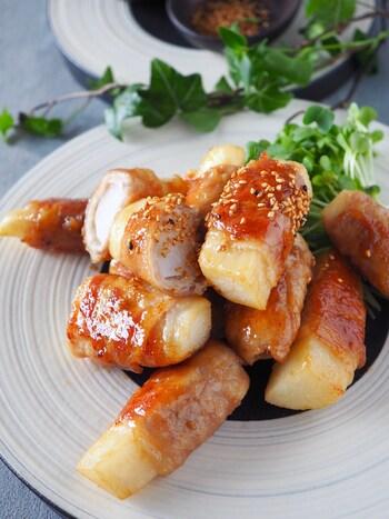 冬と春の年2回収穫でき、長期保存できる長芋は、比較的一年中安定した価格で手に入ります。栄養価も高い長芋を使ってかさ増ししませんか?  すり下ろすとネバネバする長芋は火を通すとホクホクした食感に。肉巻きにしてもとっても美味しいですよ。