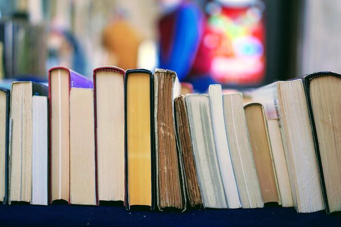 壁面本棚など、本をインテリアとして管理している場合は処分する必要はありません。ただ、「何が好きか」を見つけることは大切です。こうありたいと背伸びしてしまう内容の本ばかり持っていませんか。本棚に今必要な本はありますか?整理していく中で、忘れていた大切な気持ちがよみがえるかもしれません。