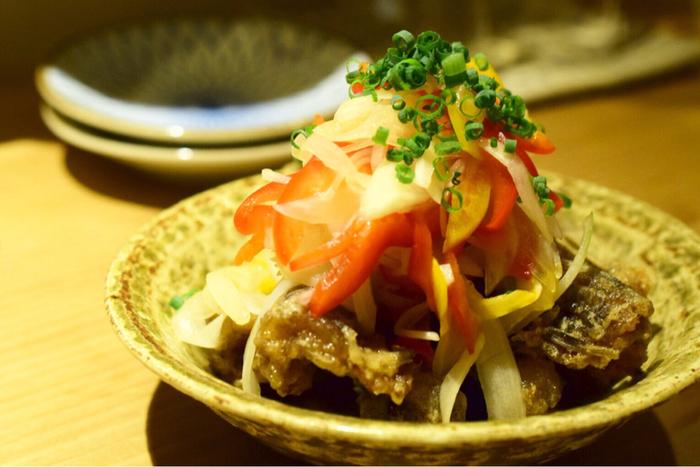 気取らない雰囲気の創作和食に、豊富な種類のお酒を合わせるのがとっても楽しい。誰かと語らいながら、お料理と日本酒を楽しみたいときにぴったりのお店です。