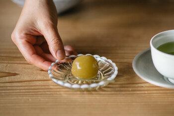 季節のフルーツもスイーツも、とにかく上品に引き立ててくれるんです。食事の時には、お漬物や梅干しを盛りつけても◎。