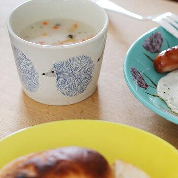 冬の寒い日には、温かいスープを。テーブルの上もなんだか温かい雰囲気に包まれそうですね。