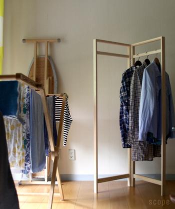 使わないときは折りたたんでおけるので、場所を取らないのもうれしいポイント。安定感のあるつくりなので、洗濯物の室内干しにも使えます。