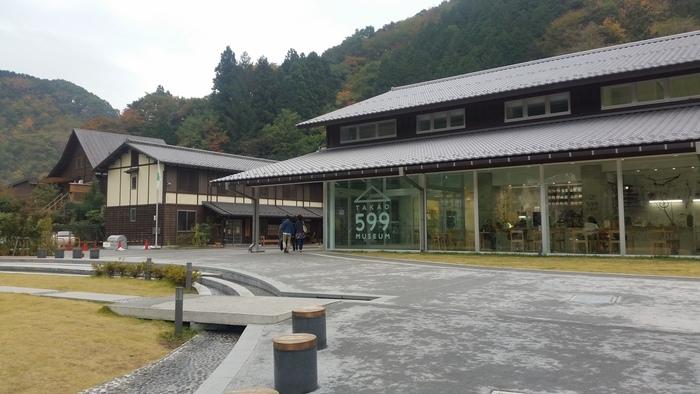 「TAKAO 599 CAFE」は、高尾山の魅力や歴史を紹介する施設・高尾599ミュージアムに併設しています。高尾山口の駅から歩いて4分ほどのところにあるので、登山帰りに立ち寄ってみてはいかがでしょうか?