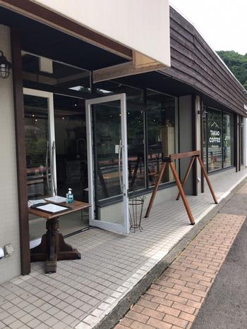 高尾山口駅そばにある「TAKAO COFFEE(タカオ コーヒー)」は、多摩地区を中心に複数の店舗を手がけるバーゼル洋菓子店が母体の喫茶店です。
