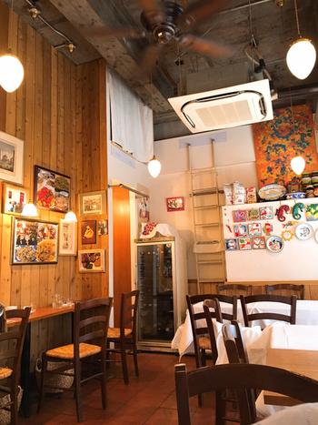 小田原駅から歩いて5~6分のところにある「Lacco Ameno(ラッコ アメーノ)」。平日でも行列ができることの多い人気店で、絶品ナポリピザを食べてみませんか?