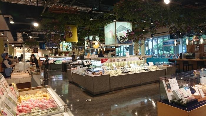 小田原を代表する名産品のひとつ「かまぼこ」。「鈴廣かまぼこの里」は、広い店内にさまざまなかまぼこや練り製品が並んでいます。150年以上続く、伝統の味をお土産にいかがですか?