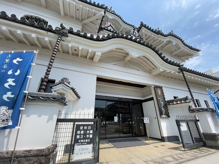 歌舞伎の「外郎(ういろう)売り」のセリフに登場するのが、国道1号線沿いにある「ういろう」です。お城のような建物なので、初めての方もすぐに分かりますよ。