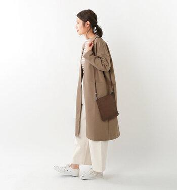 本格的に寒くなる前に羽織って、ちょっとしたコート感覚で着られます。ボタンがないすっきりとしたデザインに、便利な大きめのポケット付きで、ワンマイルウエアとしても活躍しそう。