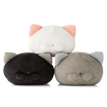 猫好きな人にはたまらない、ころんとしたフォルムにちょこんとしたお耳がかわいいキャットモチーフのクッションです。