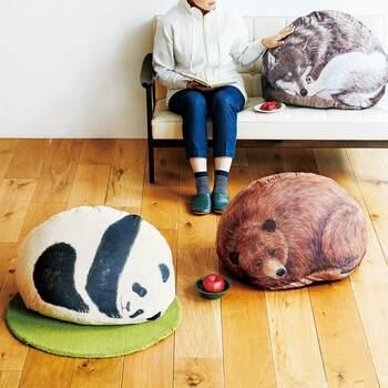 使っていない掛布団などを入れると、背中を丸めて眠る動物クッションに早変わり。すべすべとした触り心地が気持ちよく、そばでごろんと一緒に寝そべれば動物と一緒にくつろげます♪