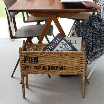 スリムなフォルムは、テーブルやソファーの脇に置いてマガジンラックにしたり、スリッパの収納や観葉植物を入れて飾ってもおしゃれです。