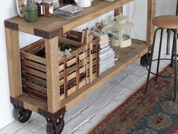 木箱のような形で使いやすく、オープンラックを有効活用したいときにもおすすめです。程よい隙間で通気性もよく、大きめの観葉植物を入れて飾っても◎