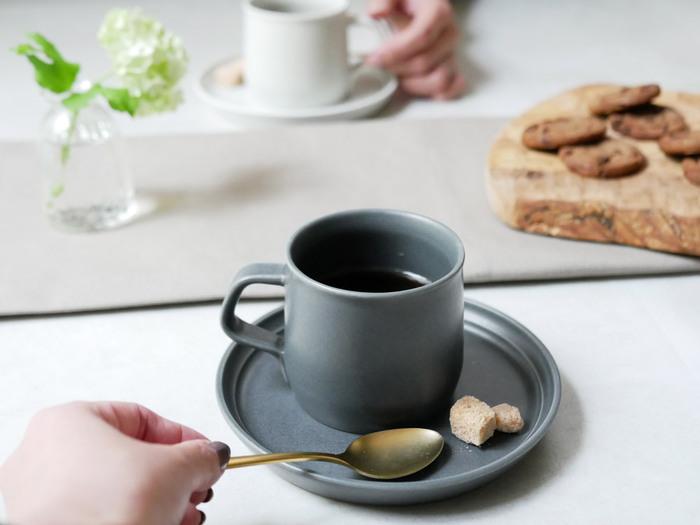 コーヒーをより美味しく。「素材と色」にこだわるコーヒーカップ選び