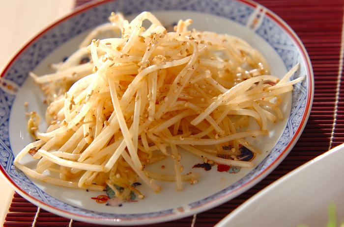 ニンニク入りでパンチのきいた炒め物です。ラー油でピリッと辛さを加え、中華風の味わいに。香りも食感も良く、箸が止まらない美味しさ!