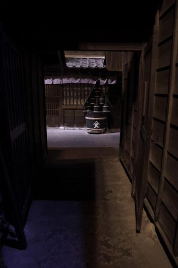 「深川江戸資料館」は、江戸時代の深川の町並みと当時の人々の暮らしぶりを再現した施設です。施設に入ると江戸時代にタイムスリップしたような感覚を味わえます。