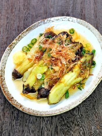 噛むたびジューシーな味わいが広がる焼きナス。大人好みの味わいは、日本酒やビールとの相性も抜群です。オーブントースターでも簡単に焼けます。
