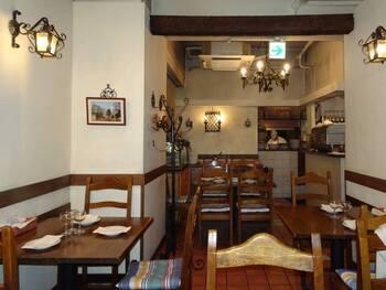 お料理の美味しさだけでなく、人の温かさや居心地の良さからもナポリの雰囲気を感じられます。日本に住むイタリア人のお客さんも多いとのことで、一歩お店に入れば旅行気分を味わえるかもしれません♪