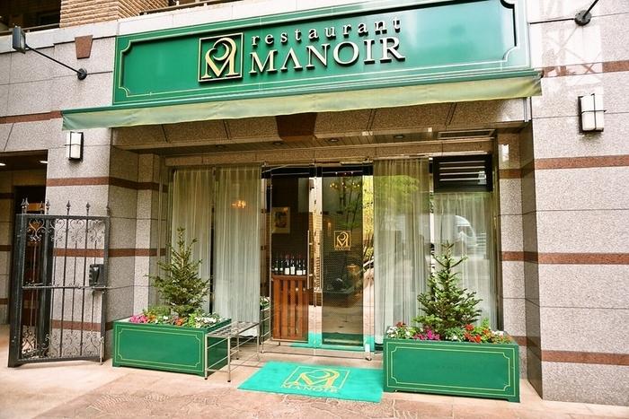 恵比寿駅と広尾駅の中間の距離にある「レストラン マノワ」。ここはジビエと、厳選された自社輸入のワインが有名なフランス料理のお店です。