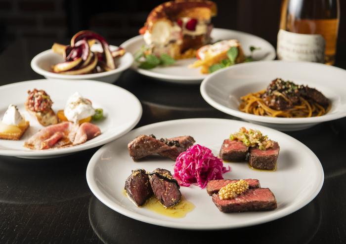和牛ステーキや、パスタ、リゾットなど、ワインと共に楽しむお料理も絶品!中でもA5和牛ステーキは、ここに来たらぜひ食べておきたいメニューです。