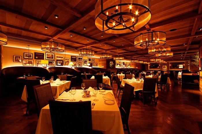 330席以上ある広々とした店内。豪華な雰囲気で、お誕生日など特別な日にもぴったりです。