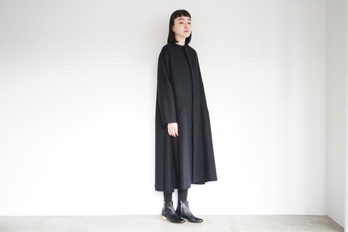 各ブランドでも多く発表されている「オールブラック」のコーディネート。ワントーンコーデは昨年も人気でしたが、秋冬は差し色などを使わない「全身ブラック」のワントーンコーデに注目してみて。髪色を明るくしたり、ポイントカラーで遊びを入れておしゃれ上級者な着こなしを楽しむのも素敵!