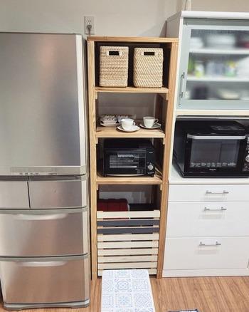 DIYでおうちの空きスペースにジャストフィットするゴミ箱タワーを作ってみませんか。ゴミ箱の上部に棚をたくさん作ることで、一気に収納場所が増えますよ。ゴミ箱の手前に開閉式の戸を設置することで存在感を消すことができます。