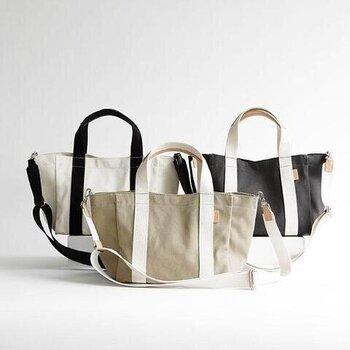 カジュアルなキャンバス素材の2wayバッグ。日常でガンガン使えるタフで丈夫な素材のバッグなので、毎日の生活の頼れる相棒になりそう。