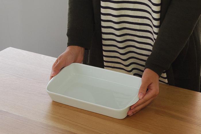 スタンダードな形のオーブン皿です。フランスの食器ブランドであるピリヴィッツ製で、薄手の仕上がりで高級感があります。シンプルなデザインはどんなグラタンもおいしく見せてくれ、パーティーの時にも大活躍♪