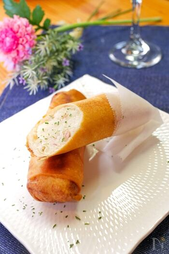 春巻きの皮で作るお手軽ベーコンポテトパイ。スティック状で食べやすく、カリッとした食感が楽しい♪