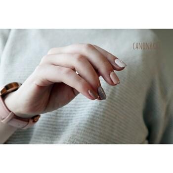 指先も秋仕様にチェンジしよ*素肌までキレイに見せる「くすみカラーネイル」