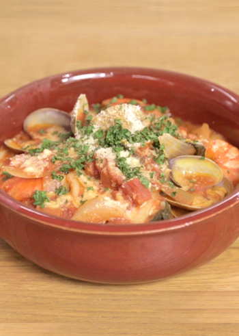 えびとあさりの海鮮を使ったイタリアンなうどんです。えびとあさりの下処理に少し手間はかかりますが、生の食材を使うことでより新鮮なおいしさが味わえます。