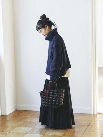大人っぽい黒×紺の組み合わせもとっても素敵。少し重たいかな?と思ったらどこかに白を挟むと◎。