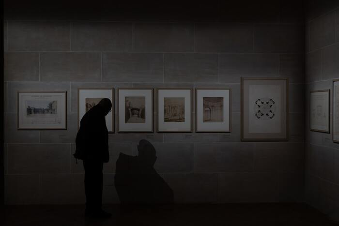 作者不明の運命の絵に魅せられた老美術商とその家族。人生で大事なことは何なのか?芸術がもたらす本当の意味。丁寧なストーリーで語りかけてくれます。実話ベースとは異なる大切なことを教えてくれる感動作品です。
