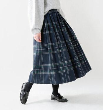1850年代から続くアイルランドの老舗キルトブランド「ONEIL OF DUBLIN(オニールオブダブリン)」。こちらは、キルトスカートよりもカジュアルに着まわせるギャザースカート。