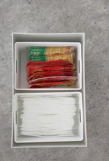 セリアのライナーケースMには、個包装のマスクとカイロがぴったり。寒い時期に常備しておきたいアイテムですね。ケース2つが無印の引き出しにちょうど収まります。
